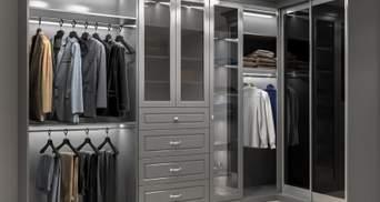 Открытая гардеробная в спальне: что это за решение и кому оно подойдет