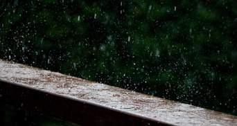 Грози, град та рвучкий вітер: на Прикарпатті оголосили штормове попередження
