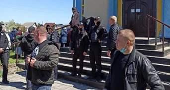 На Ровненщине верующие МП и ПЦУ подрались за церковь: есть десятки пострадавших