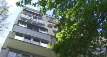 На пенсионерку упал голый самоубийца: каково состояние потерпевшей