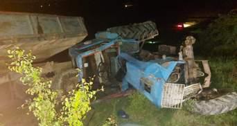 На Буковині трактор перекинувся на 6-річну дівчинку