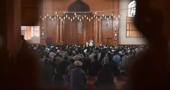 У столиці Афганістану в мечеті здетонувала бомба: багато людей загинули