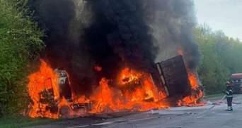 На Хмельниччині сталася жахлива ДТП: 3 автівки згоріли, є багато жертв