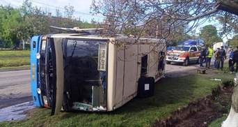 На Рівненщині перекинувся автобус з 20 пасажирами: є постраждалі