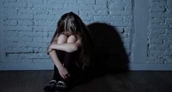 Сотрясение головного мозга и ушиб: в Мариуполе школьницы жестоко избили подругу