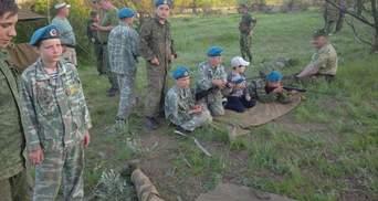 """Росія готує дітей до війни: обурливі фото військових тренувань """"Юнармії"""" в Донецьку"""