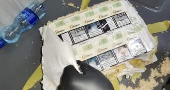 """""""Наполеон"""" с сюрпризом: украинец под видом торта пытался ввезти в Румынию 79 пачек сигарет"""