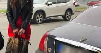 У сукні та під наркотиками: в Києві затримали водійку Rover – фото