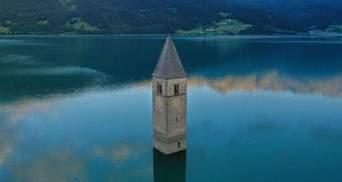 Церковні стіни під водою: в Італії серед озера виявили залишки старовинного селища