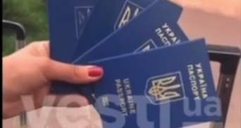 Жінка викинула паспорт і послала Україну: Геращенко порадив харків'янці вивчити закони