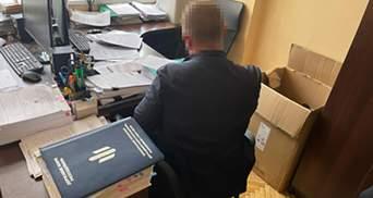 Податківець на Харківщині обіцяв закрити справу за 50 тисяч доларів