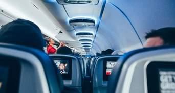 """Буйного пасажира літака оштрафували на 52,5 тисячі доларів через його """"слухняні"""" дії"""