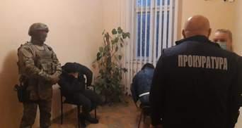 Продавали наркотики й підробляли кримінальні справи: у Львові викрили групу поліцейських
