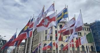 На чемпионате мира по хоккею флаг Беларуси заменили флагом белорусской оппозиции: фото