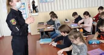 На Херсонщине подросток срывает уроки и унижает учеников: учителя обратились в полицию