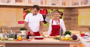 Перша леді у червоному фартуху: Олена Зеленська приготувала на камери шкільний обід