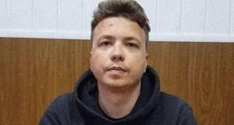 Отсутствие зубов и следы удушения на шее, – отец Протасевича про видео сына