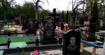 """""""Дякую, пацани"""": у мережі показали ціле кладовище бойовиків під Донецьком"""