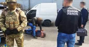 У Черкасах затримали нацгвардійця: військовий продавав перероблену зброю – фото та відео