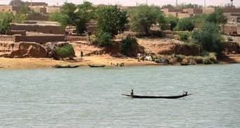 В Нигерии перевернулось судно со 160 пассажирами: десятки человек пропали без вести