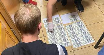 """Директорів парків """"Конча-Заспа"""" та """"Голосіївський"""" зловили на хабарі у 6 тисяч доларів"""