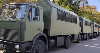 Під Києвом зіткнулися 6 вантажівок: серед них транспорт Нацгвардії – фото, відео