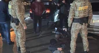Похищали людей и требовали тысячи долларов выкупа: во Львове задержали банду рэкетиров – фото