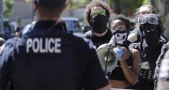 Вбивство темношкірого в США: трьом поліцейським пред'явили звинувачення