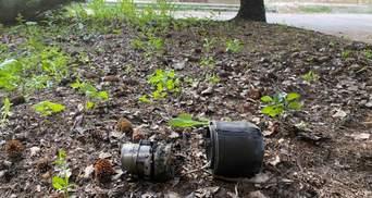 На Донбассе боевики обстреляли поселок, ракета упала рядом с админзданием: фото