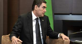 У Туркменістані всіх чиновників зобов'язали поголити голови
