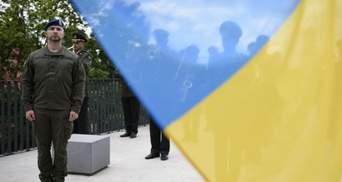 Марків підняв прапор України на Меморіалі Небесної Сотні у Львові: фото
