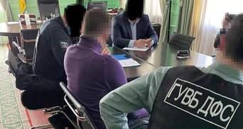 Допомогав ухилятися від митних платежів: в Одеському управлінні ДФС викрили службовця