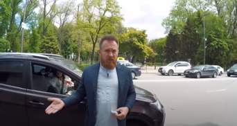 """Обзывал быдлотой: """"слуга"""" поскандалил из-за неправильной парковки жены"""