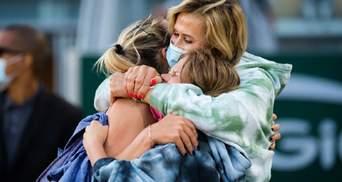В обіймах мами та сестри: емоції Костюк після сенсації на Ролан Гаррос – фото