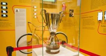"""Кубок обладателей кубков УЕФА 1986 года выставили на выставке """"Чернобыль. Путешествие"""" на ВДНХ"""