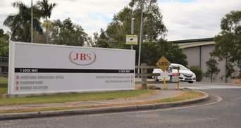 """Хакеры из России """"положили"""" заводы крупнейшего в мире мясокомбината JBS: цены могут вырасти"""