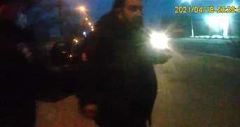 """""""Румуни вас вб'ють, сволота бандерівська"""": на Буковині п'яний священник дебоширив при затриманні"""