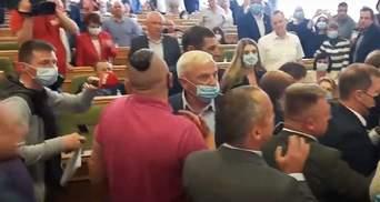 """""""Дайте мені слово, бо зірву сесію"""": у Рівному побилися депутати облради – відео"""