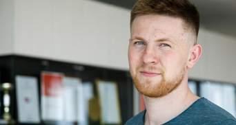 У Білорусі затримали двох спортивних журналістів: їх повезли у невідомому напрямку після обшуків
