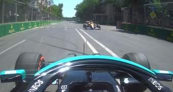 """Формула-1: Боттас и Норрис одновременно вылетели в """"карман"""" и едва не столкнулись – видео"""