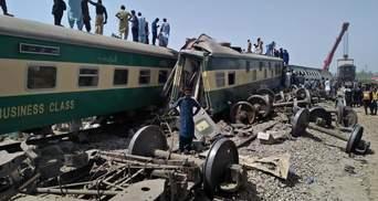 Аварія потягів у Пакистані: кількість загиблих зростає, відомо про десятки жертв