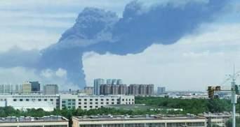 У Китаї вибухнув реактор на хімічному заводі: відео пожежі