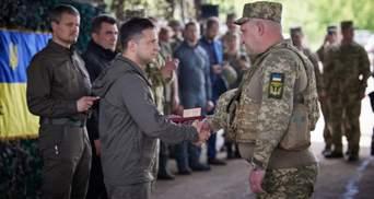 На таких патріотах тримається оборона, – Зеленський відвідав передову і нагородив бійців