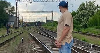Укрзалізниця стурбована поведінкою Усика на колії: фото