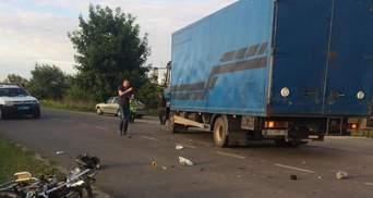 Выехал на встречную: водитель мопеда погиб в ДТП с грузовиком на Львовщине