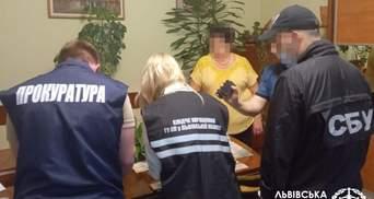 У Львівській політехніці затримали директорку підрозділу за хабар у 37 тисяч: фото