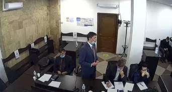 Экс-нардеп Крючков пришел на заседание суда о разворованных миллионах пьяный