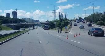 У Києві біля Південного мосту у фури Glusko стався витік газу: відео