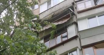 Устроил теплицу: подробности обвала балкона на Харьковском в Киеве – видео