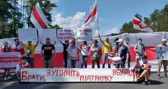 """""""Брати, зупиніть підтримку вбивці"""": білоруси перекрили рух на кордоні з Україною – фото"""